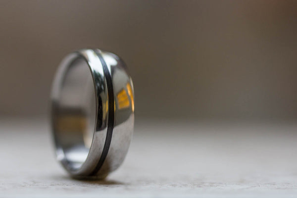 Polished titanium and carbon fiber ring (00334_7N)