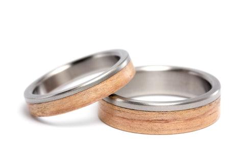 Titanium and oak bentwood wedding bands (00519_4N6N)