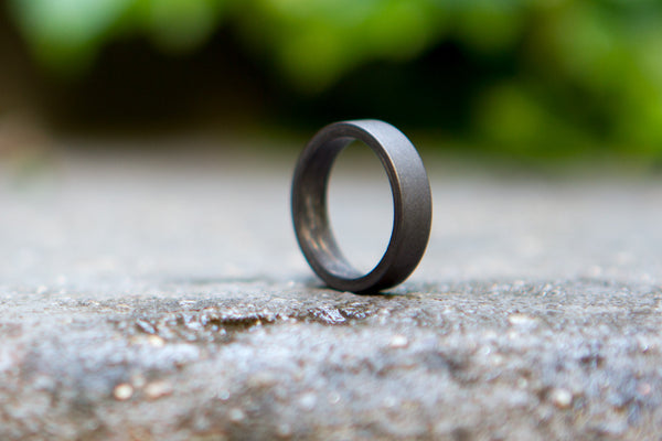 Graphite and carbon fiber inside ring (01100_4N)