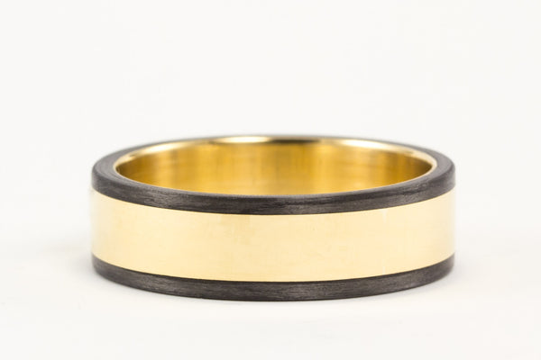 18ct gold and carbon fiber ring (04703_6N)