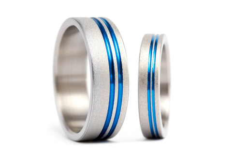 Sandblasted titanium wedding bands with anodized inlays (00010_4N7N)