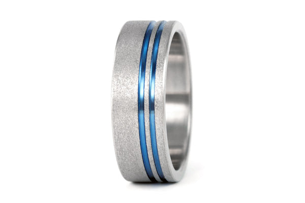 Sandblasted titanium ring with anodized inlays (00010_7N)