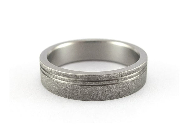 Sandblasted titanium ring with polished inlays (00013_7N)