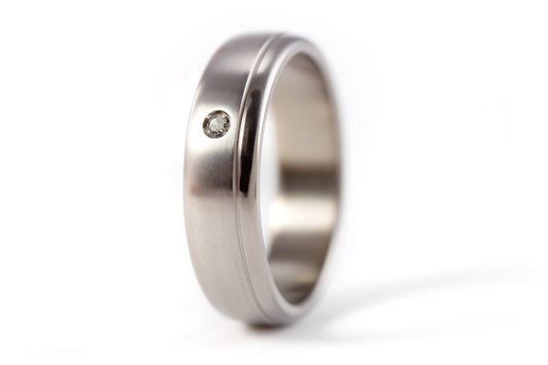Brushed titanium ring with polished inlay and Swarovski (00015_5S1)