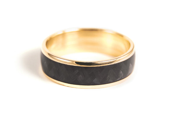 18ct yellow gold and carbon fiber ring (04709_7N)
