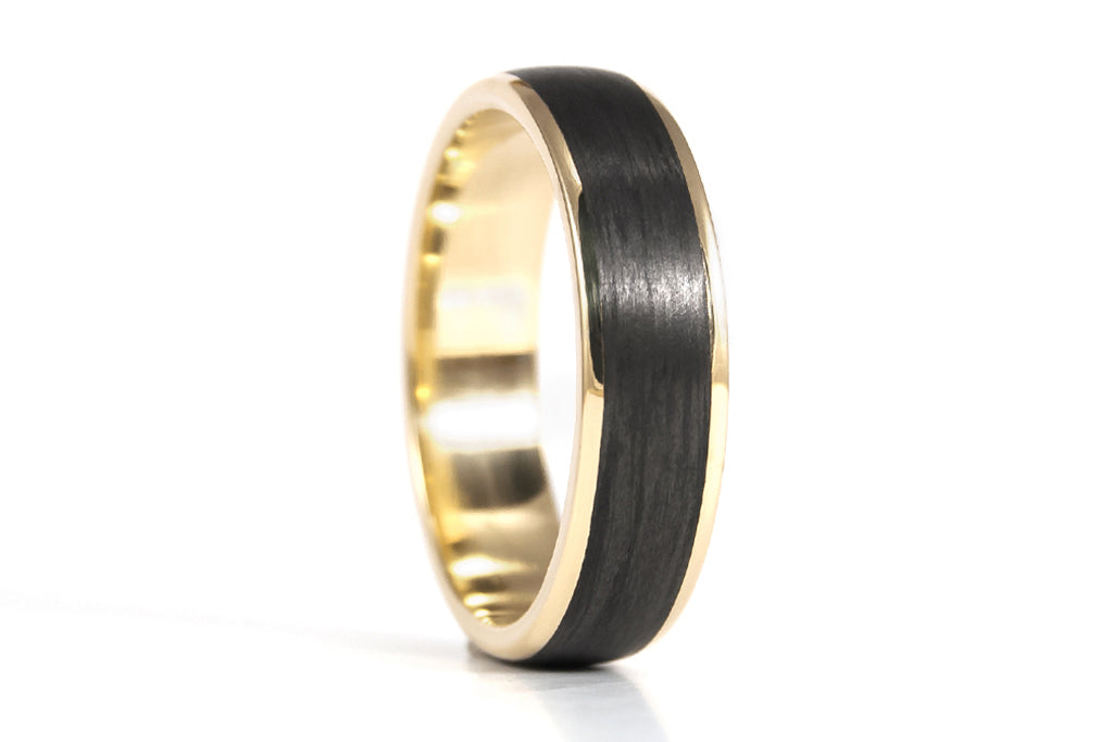 18ct yellow gold and carbon fiber ring (04710_6N)
