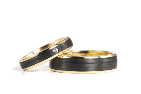 18ct yellow gold and carbon fiber wedding bands with Swarovski (04710_4S1_6N)