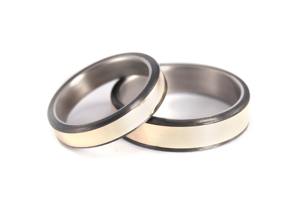 18ct yellow gold, titanium and carbon fiber wedding bands (00556_4N6N)