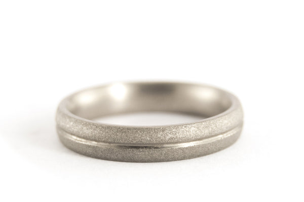 Sandblasted titanium ring with polished inlay (00008_4N)