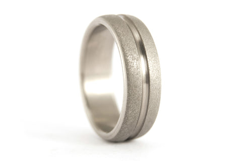 Sandblasted titanium ring with polished inlay (00008_7N)