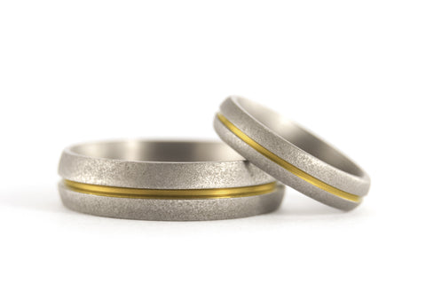 Sandblasted titanium wedding bands with anodized inlay (00000_4N7N)