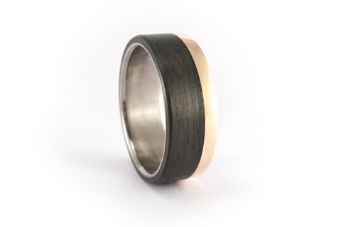 18ct gold, titanium and carbon fiber ring (00424_7N)