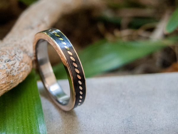 Carbon fiber and 18ct gold ring (44704_4N)