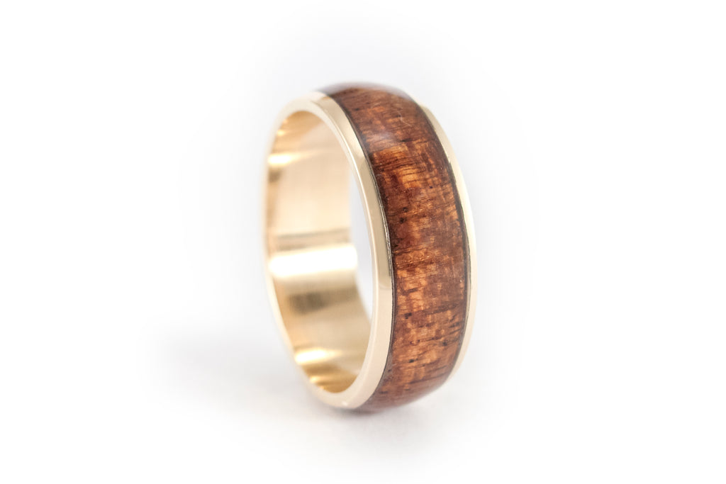 18ct yellow gold ring with Oak inlay (04708_7N)