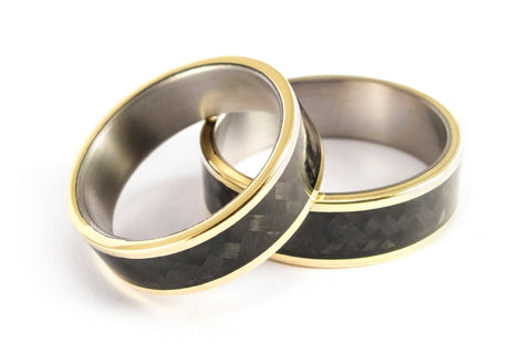 18ct yellow gold, titanium and carbon fiber wedding bands (04708_6N6N)