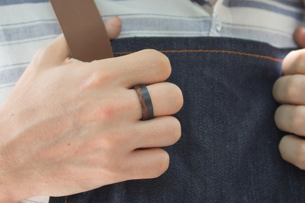 Carbon fiber and cedar bentwood ring (00404_7N)