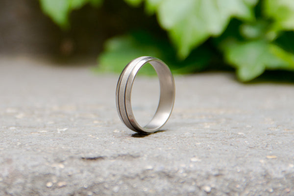 Men's titanium and carbon fiber ring. Modern and industrial wedding band. (00301) - Rosler Rings