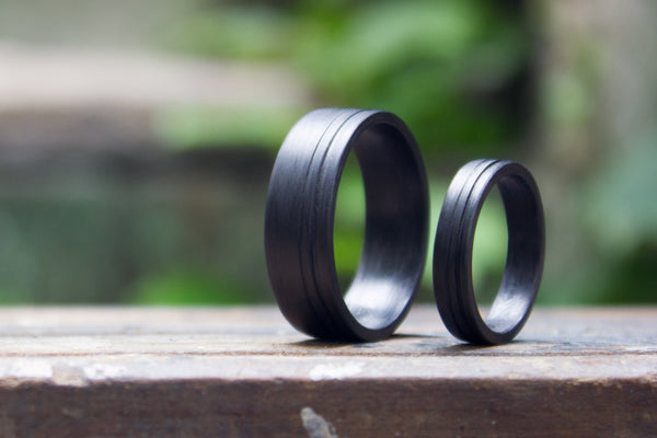 Set of two carbon fiber flat wedding bands. Modern and unique black rings. (00124) - Rosler Rings