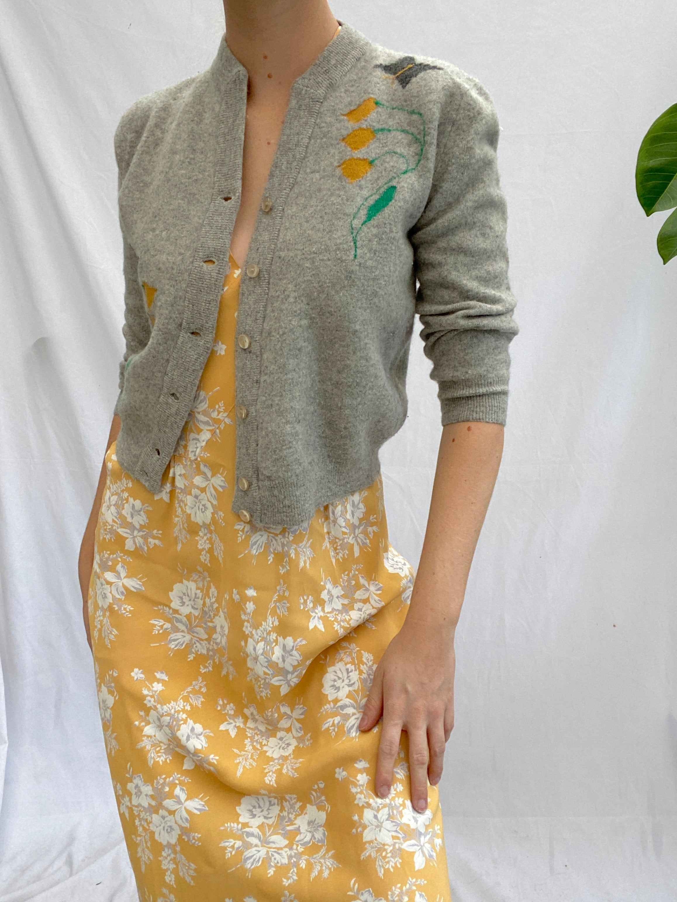 Cute Grey Cashmere Cardigan With Tulips