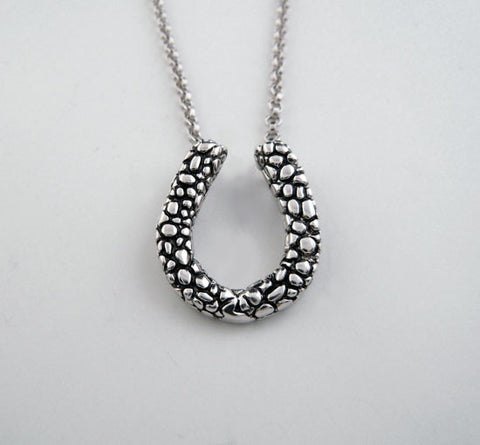 A Patterned Horseshoe Necklace
