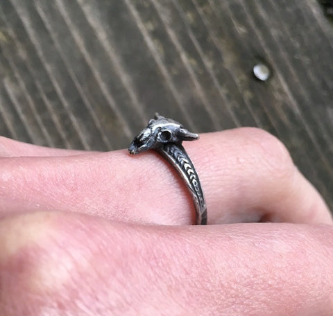 Little buffalo skull ring
