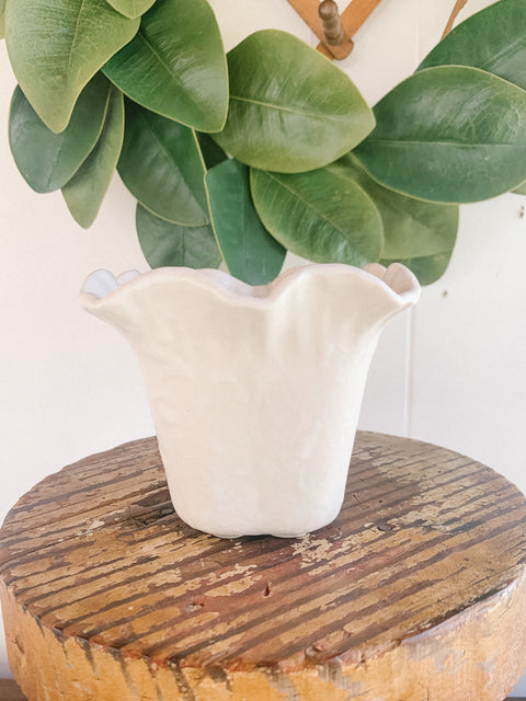 Shawnee White Planter