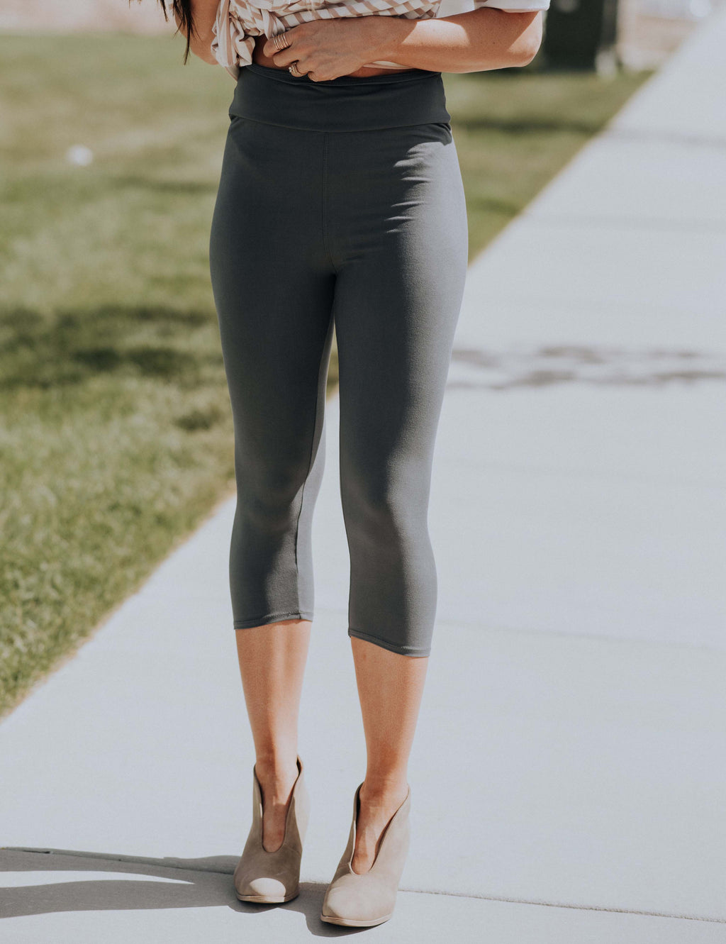 SA Exclusive Charcoal Solid Capri Leggings