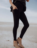SA Exclusive Black Pocket Solid Leggings
