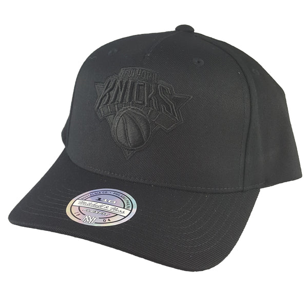 Mitchell & Ness - All Black Logo 110 Pinch Panel Snapback - New York Knicks