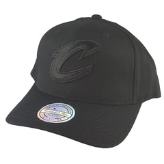 Mitchell & Ness - All Black Logo 110 Pinch Panel Snapback - Cleveland Cavaliers
