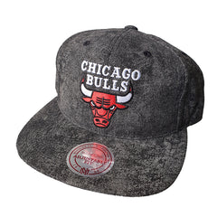 MITCHELL & NESS - Team Logo 6 Panel Deadstock Snapback - Chicago Bulls