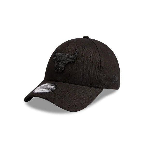 NEW ERA 9FORTY - Black on Black - Chicago Bulls