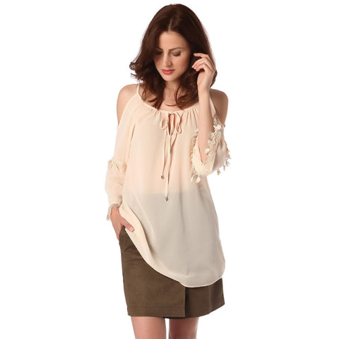 Beige blouse with cold shoulder and crochet sleeve detail- Q2 Store - Shopstara