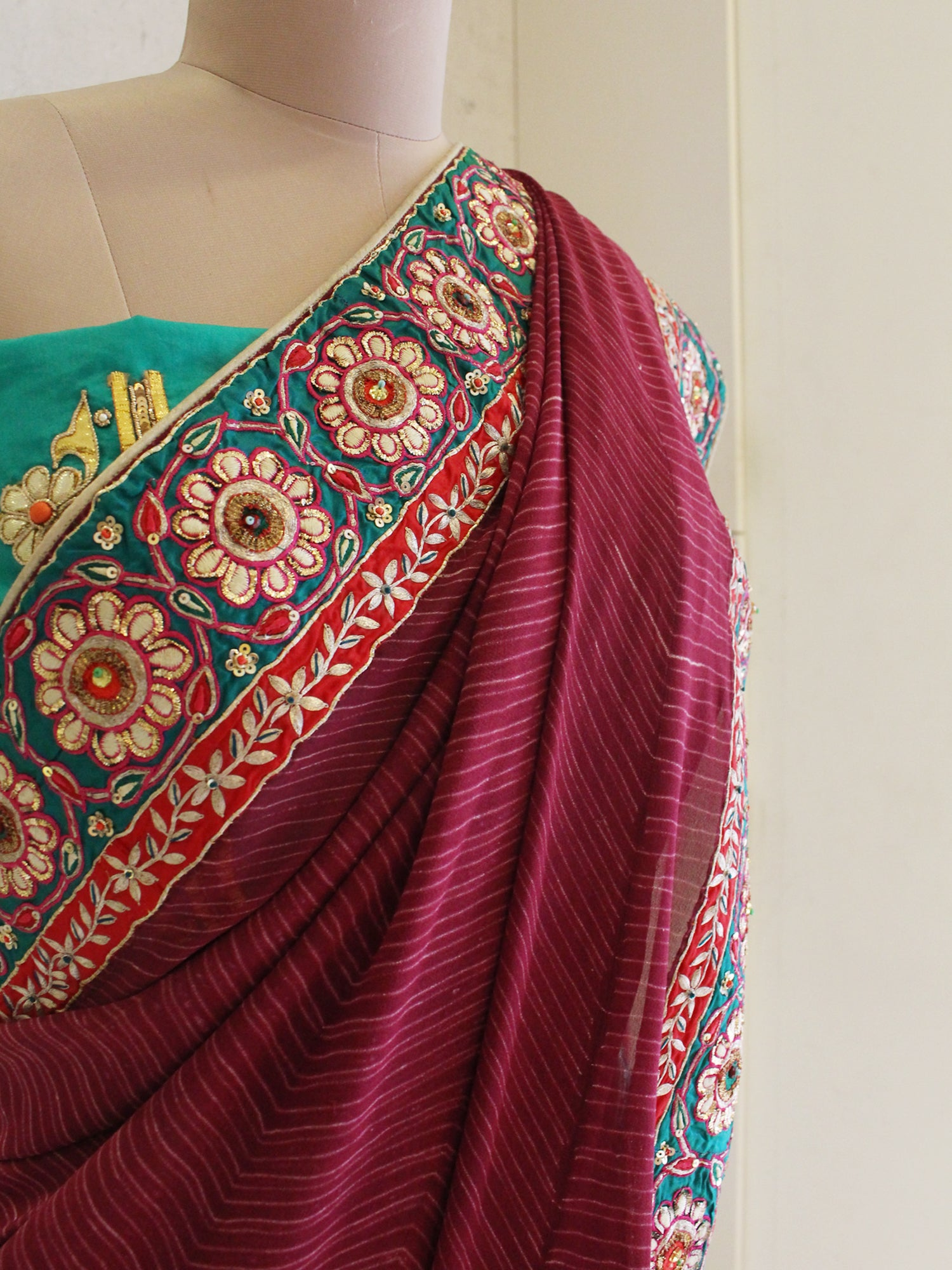 maroon shibori with resham embroidery saree