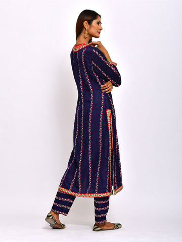 TIPKI EMBROIDERED KURTA WITH PANTS