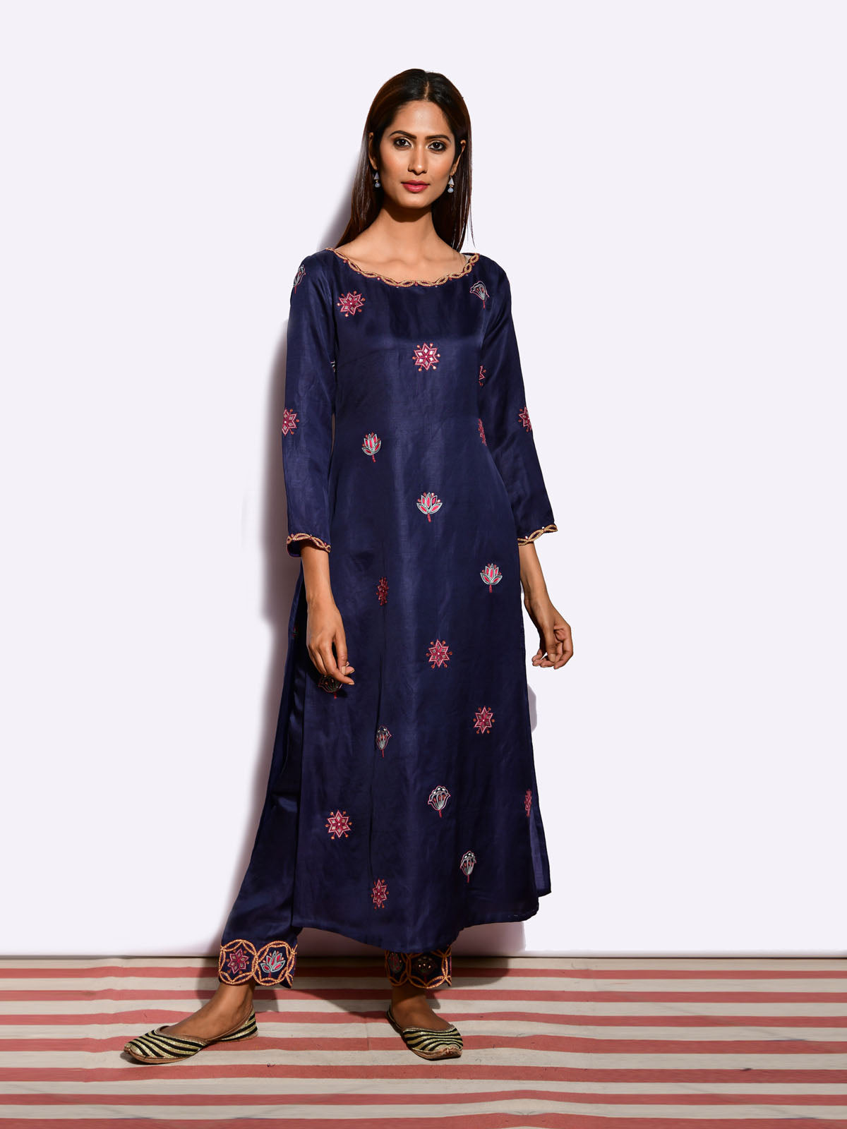 EKRANG Buta embroidered STRAIGHT KURTA AND PANTS