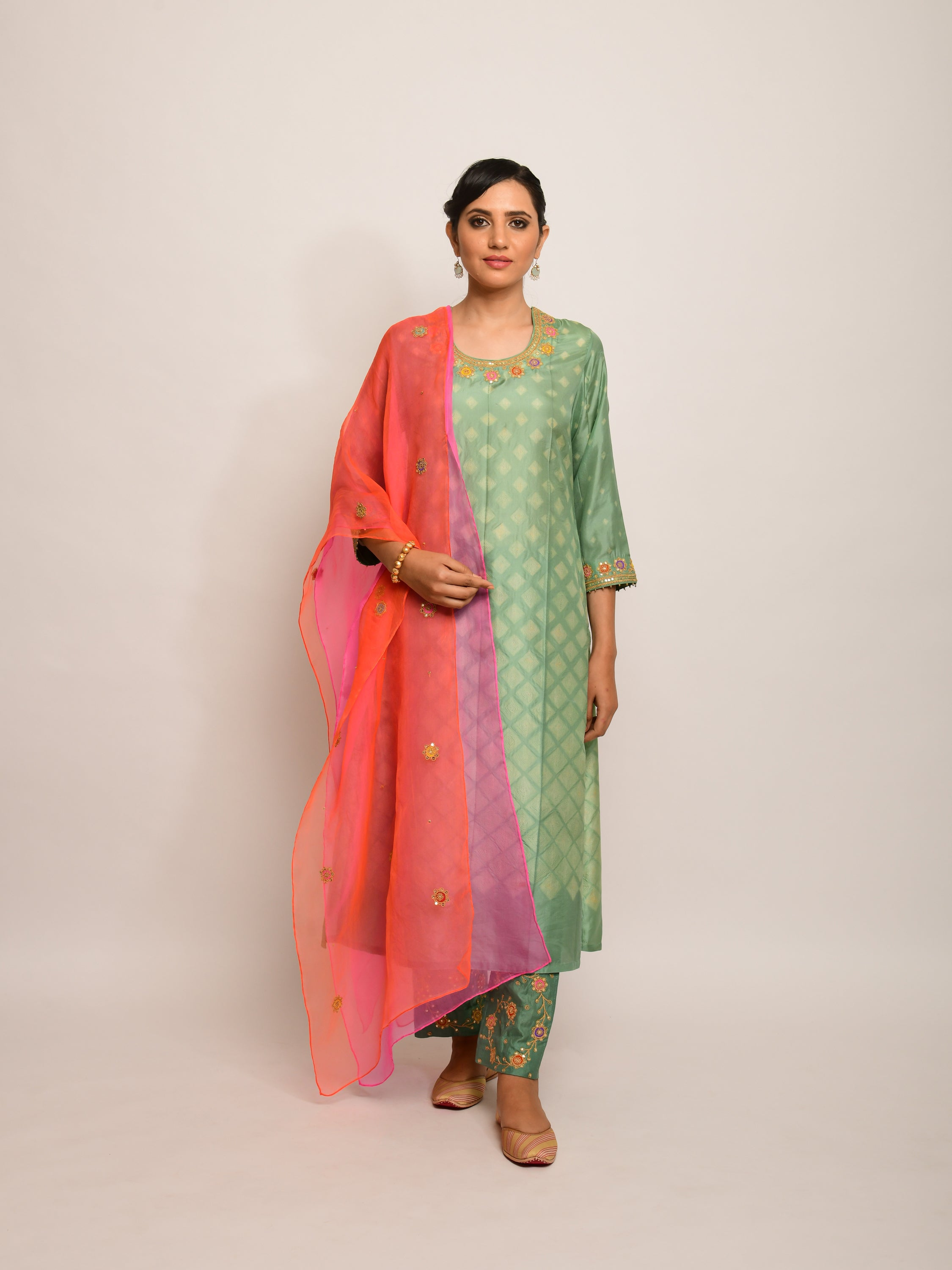 PATANG EMBROIDED SHIBORI OLIVE/ BEIGHT STRAIGHT KURTA SET