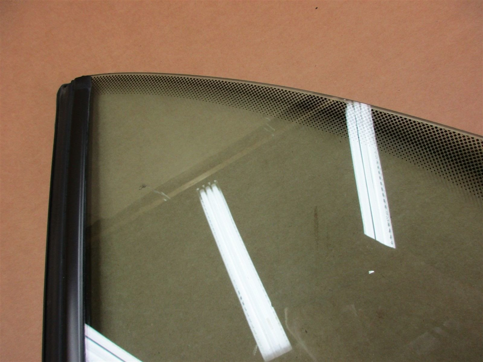 00 Carrera 911 RWD Porsche 996 Cabrio L LEFT REAR QUARTER GLASS WINDOW 163,350