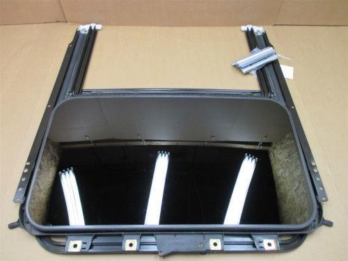04 Cayenne Turbo AWD Porsche 955 SUNROOF SUN ROOF FRAME GUIDE 7L0877041 144,588