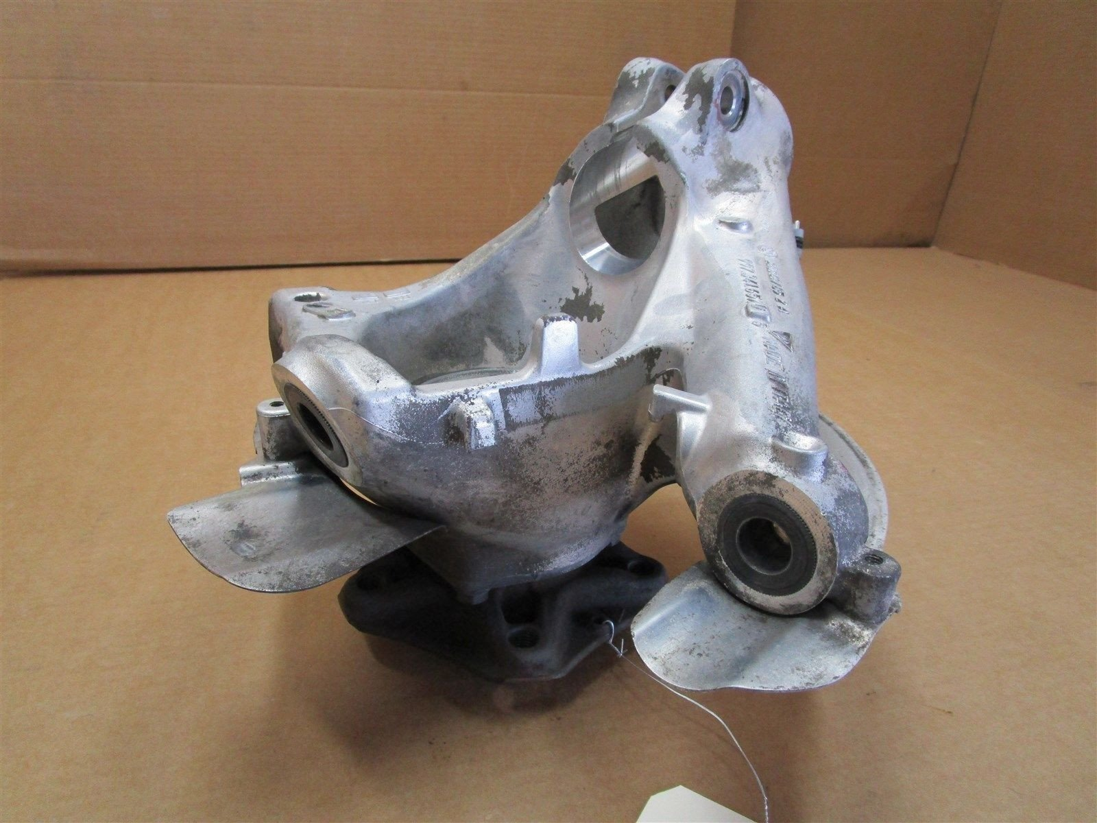 05 Boxster RWD Porsche 987 L Front HUB STEERING KNUCKLE 99734165705 48,989