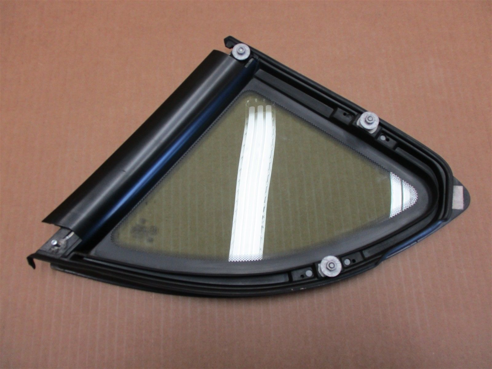 06 Cayman S RWD Porsche 987 R REAR STARGLASS QUARTER WINDOW 43R-000469 57,607