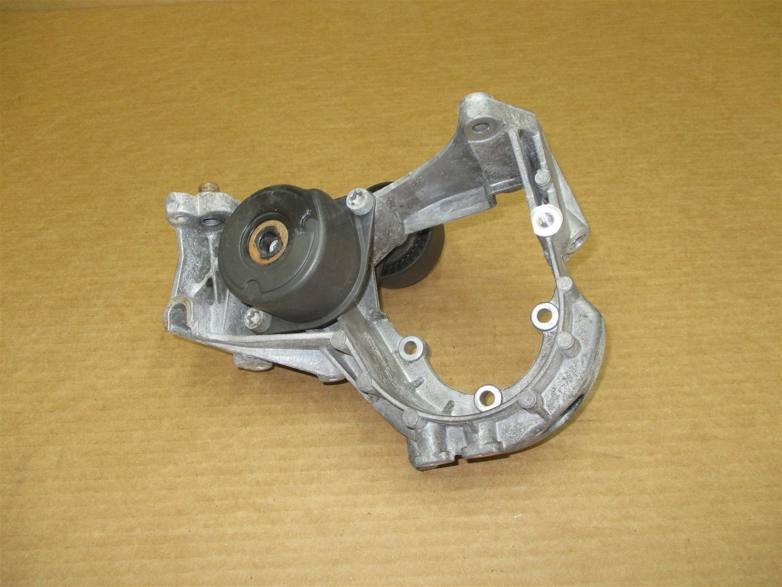 08 Boxster RWD Porsche 987 Engine 2.7 MOUNTING BRACKET + PULLEY 127,351