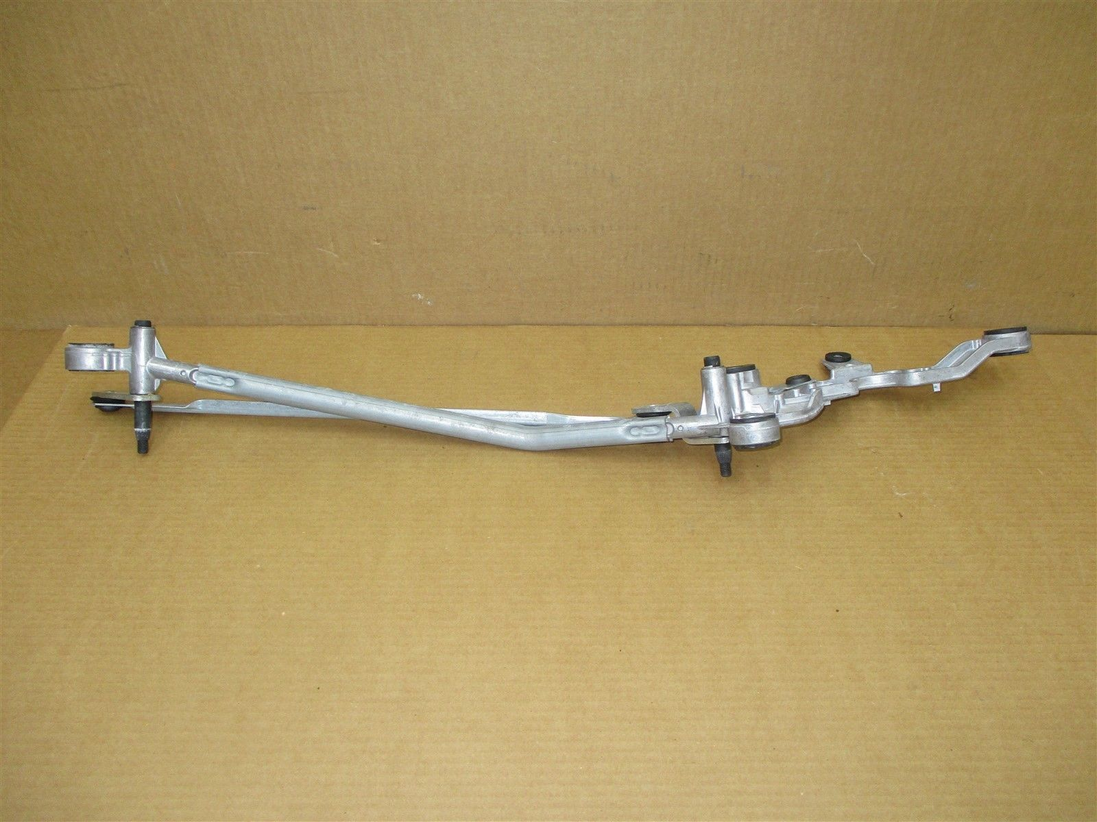 10 Panamera S RWD 970 Porsche WINDSHIELD WIPER ARM ASSEMBLY 97062803501 95,439