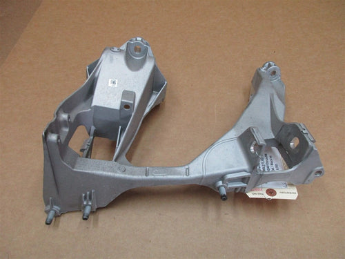 16 Boxster RWD Porsche 981 R REAR SUBFRAME BRACKET 98133115205 RIGHT 8,781