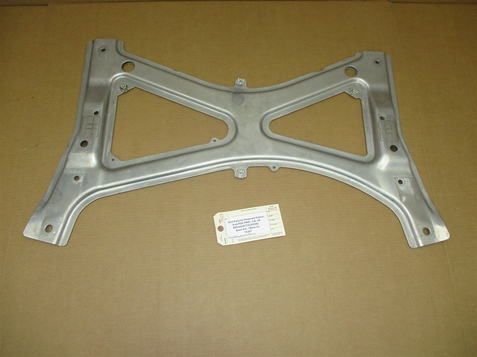 16 Panamera Edition RWD 971 Porsche CROSS MEMBER BRACKET 97034126106 15,527