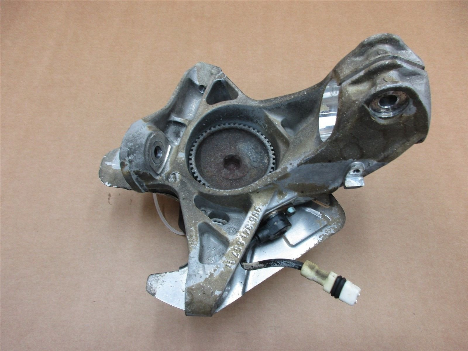99 Boxster RWD Porsche 986 L FRONT HUB + STEERING KNUCKLE 99634165711 27,759