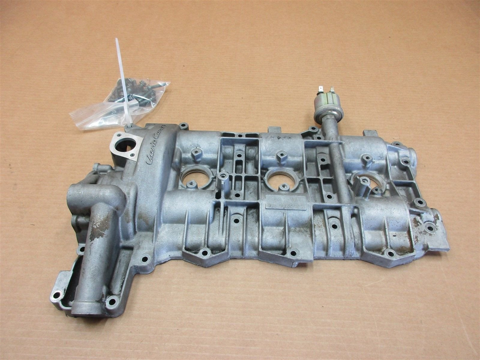 99 Carrera 911 Porsche 996 Cabrio Engine 3.4 R VALVE COVER 9961042270R 85,779