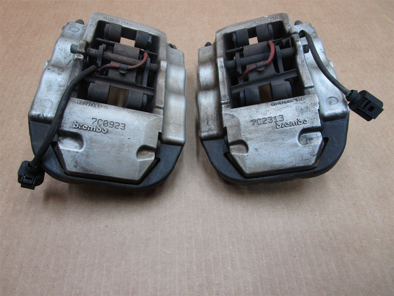 08 Cayenne S AWD Porsche 957 2 REAR BRAKE CALIPERS 207573D33 207673045A 134,919