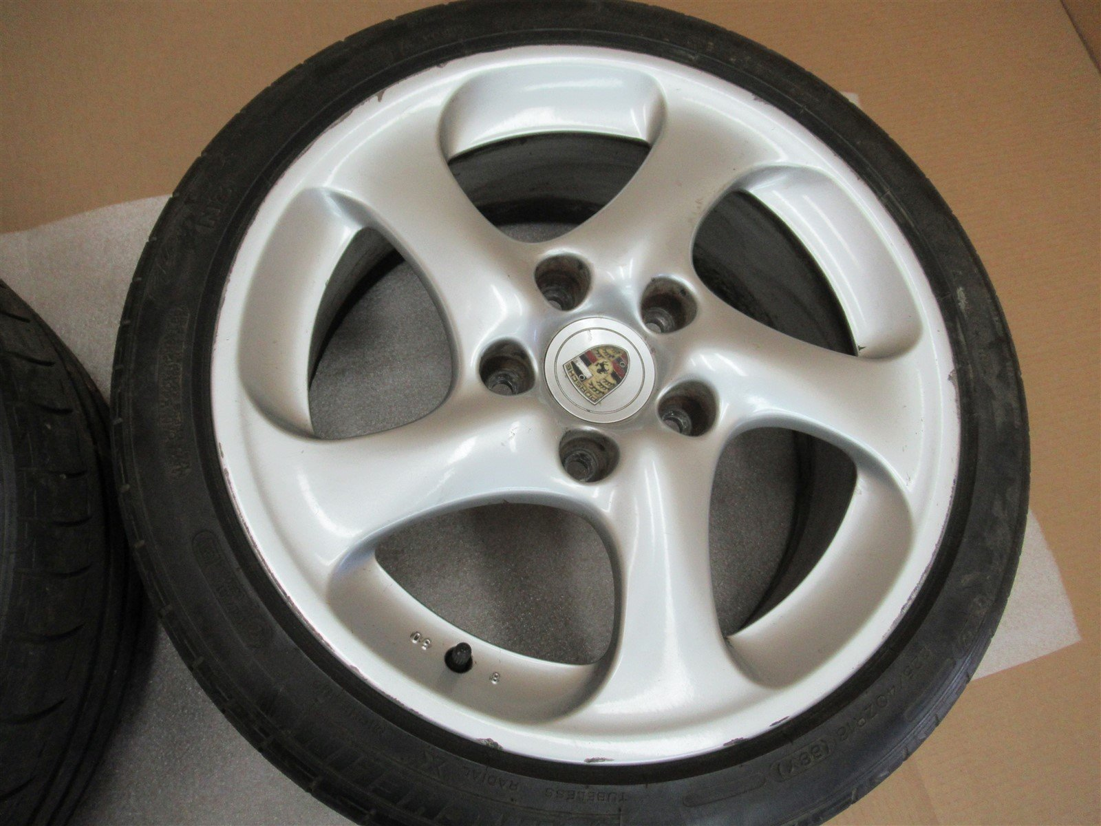 04 Carrera 4S 911 AWD Porsche 996 FRONT RIMS WHEELS 8Jx18ET50 99636213601 65,764