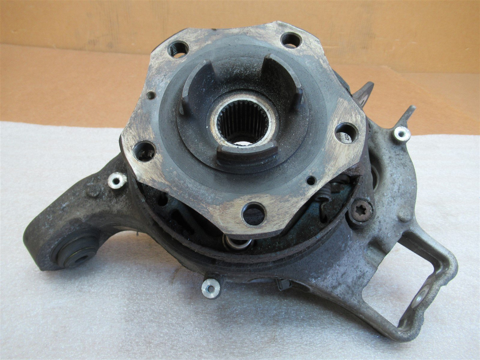 10 Panamera 4S AWD Porsche 970 R REAR HUB STEERING KNUCKLE 97033161202 91,548